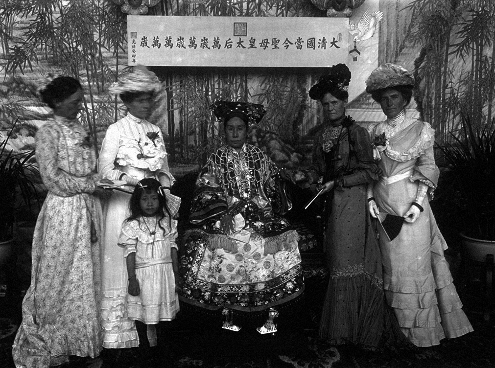 Цы Си сделегацией американских женщин. <br>